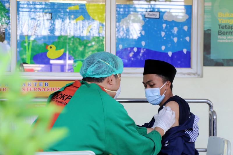 800 santri di Kota Tangerang ikuti vaksinasi