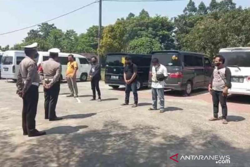 Polres Bekasi amankan 10 travel gelap angkut pemudik