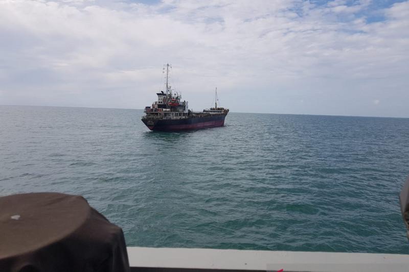 Kapal Filipina bermuatan ribuan dus rokok berlabuh di Pulau Sebatik