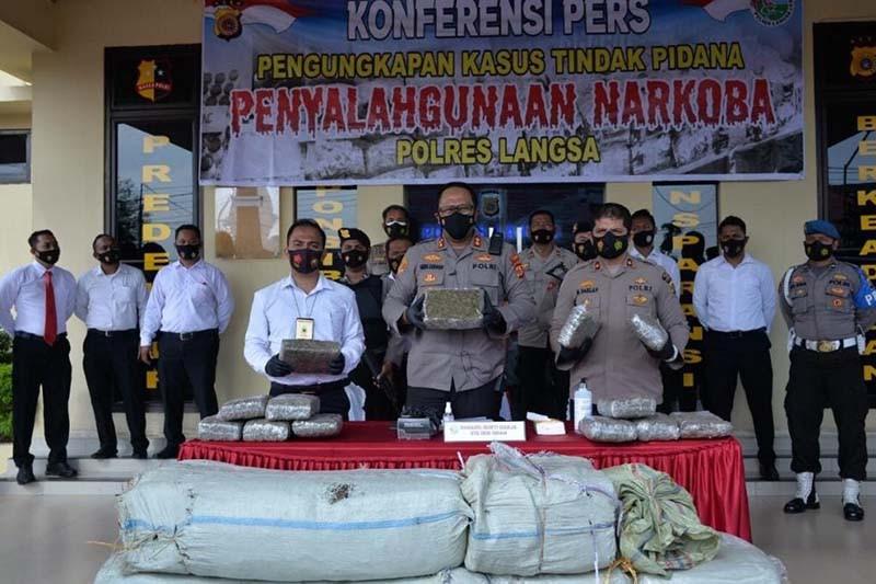 Polres Langsa gagalkan penyelundupan 213 kilogram ganja