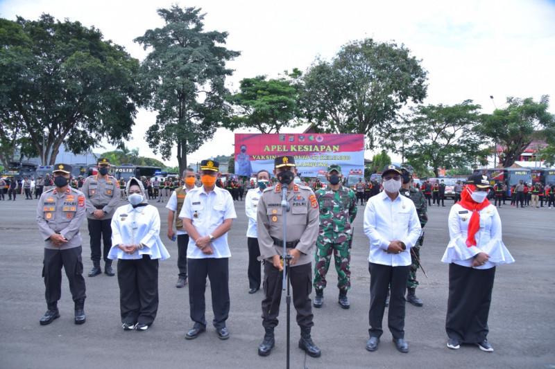 Kapolda Lampung memimpin apel kesiapan vaksinasi keliling COVID-19