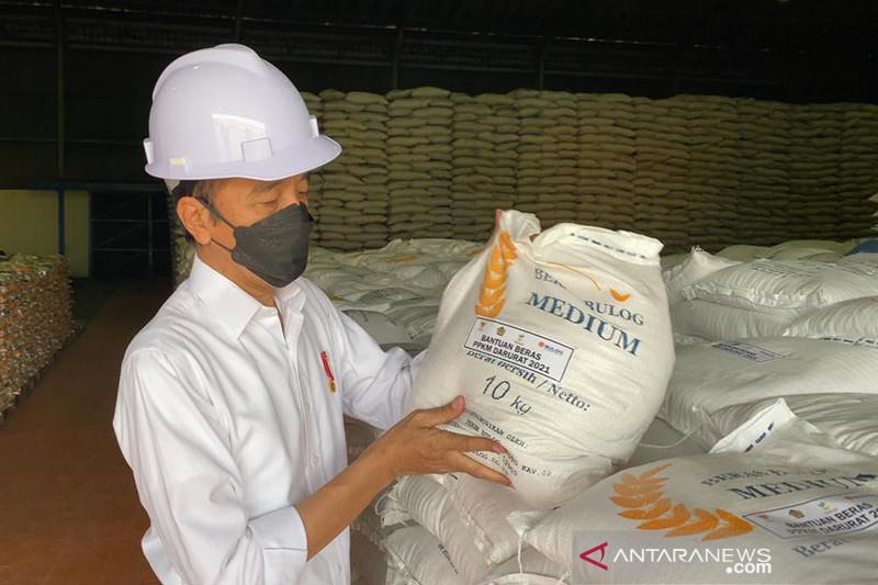 Presiden Jokowi cek stok beras di gudang Bulog Jakarta Utara