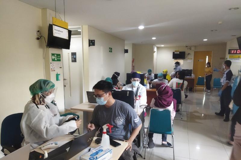 UI beri vaksinasi COVID-19 gratis mahasiswa