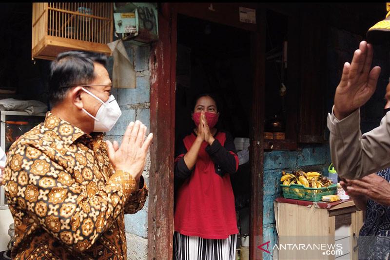 Moeldoko blusukan bagikan masker kepada warga Jakarta