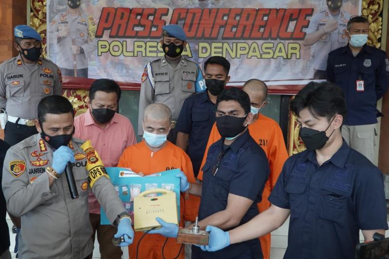 Polresta Denpasar-Bali ungkap kasus produksi ekstasi rumahan