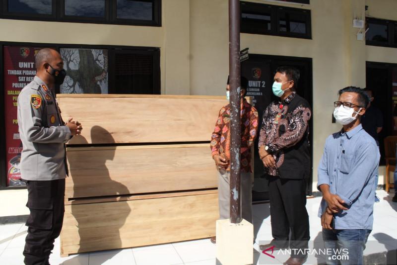 Polisi menyerahkan peti mati ke RSUD Mukomuko