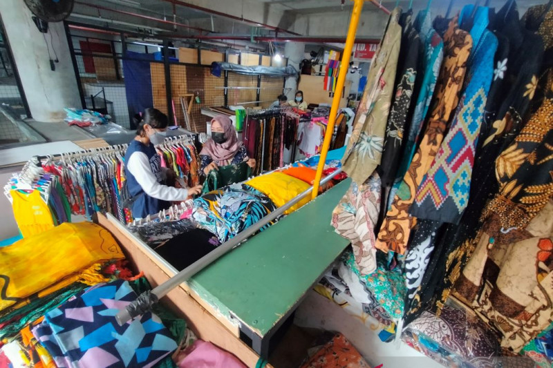 Pedagang produk non esensial di Denpasar diizinkan buka