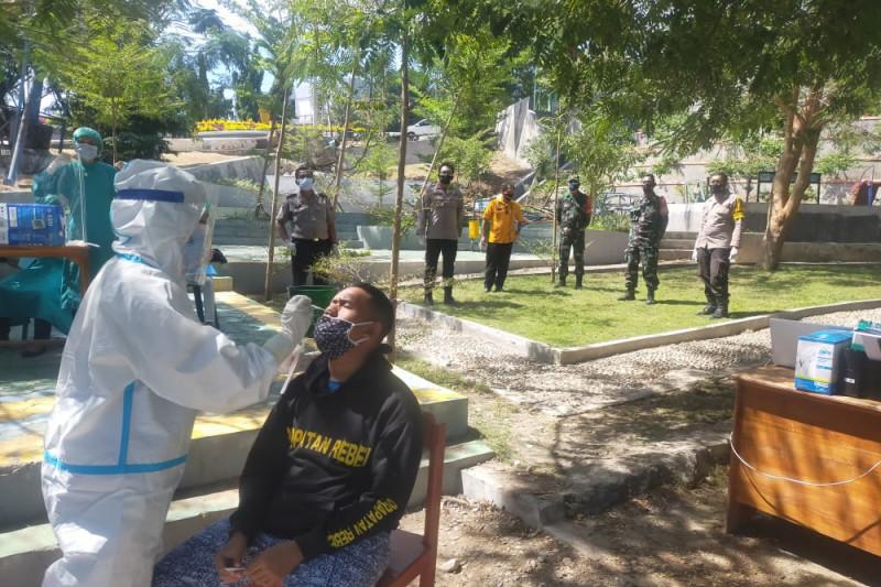 Dua warga yang ambil paksa jenazah pasien COVID terkonfirmasi positif