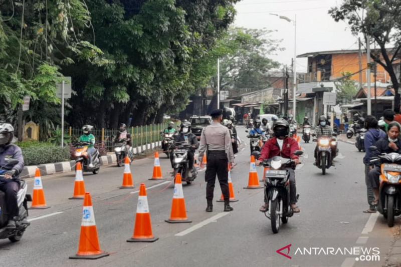 Petugas gabungan putar balik 106 kendaraan ke Depok