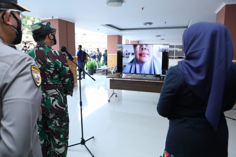 Panglima semangati pasien COVID-19 jalani isolasi terpusat di Bandung