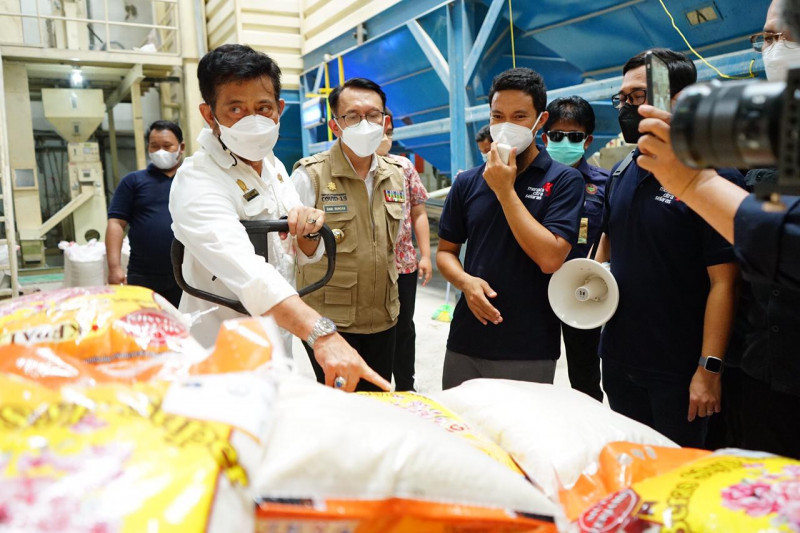 Mentan kunjungi penggilingan padi Cibitung pastikan proses panen aman