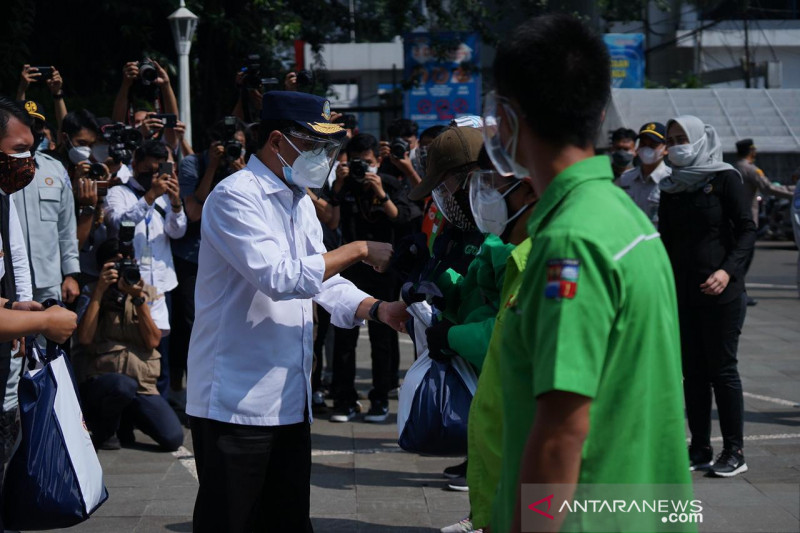 Dua Menteri berikan paket bantuan sembako di Kota Bogor