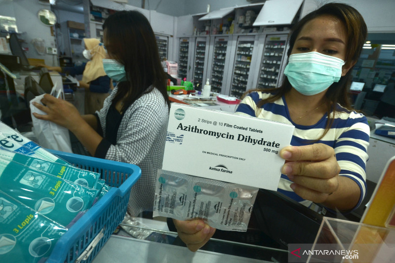 Kemarin permintaan obat COVID-19 melonjak, distribusi vaksin terhambat