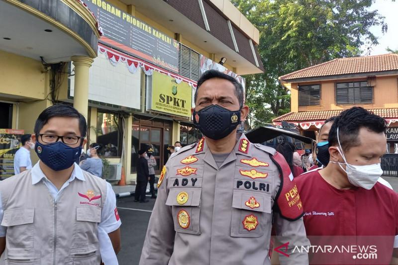 Kapolrestro Jakarta Barat lepas 700 relawan untuk vaksinasi warga