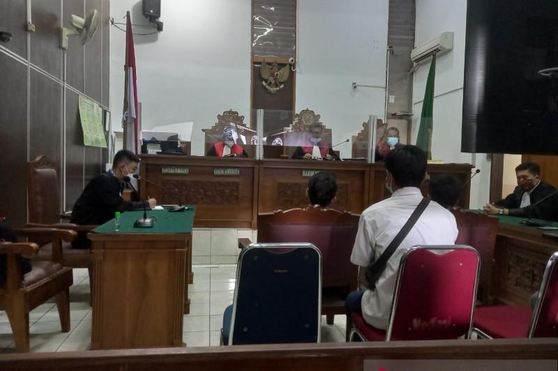 Lima terdakwa kebakaran Kejagung divonis satu tahun penjara