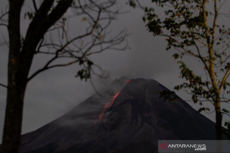 Titik api terpantau di lereng barat daya Gunung Merapi