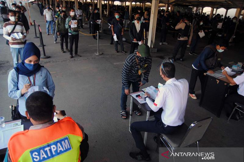 Jumlah penumpang KRL di Stasiun Bogor meningkat saat perpanjangan PPKM