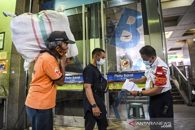 Pedagang dan pengunjung warteg di DKI wajib sudah divaksin