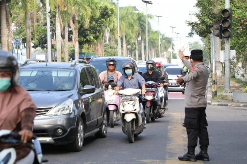 Kapolda Sumut secara spontan turun ke jalan atur arus lalu lintas