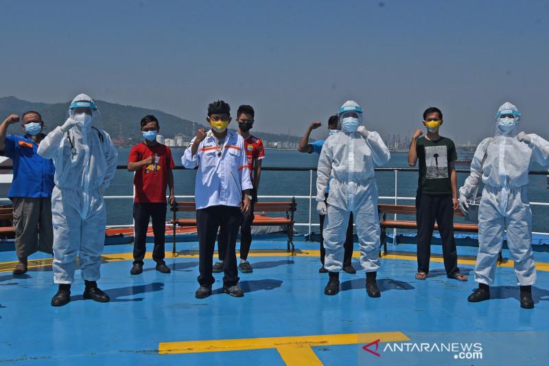 Vaksinasi COVID-19 di atas kapal laut