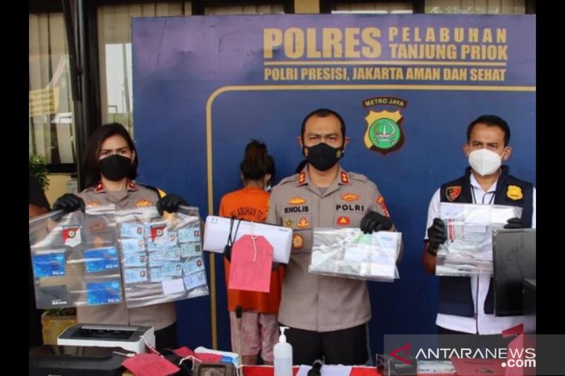 Polisi tangkap suami-istri pemalsu sertifikat vaksinasi