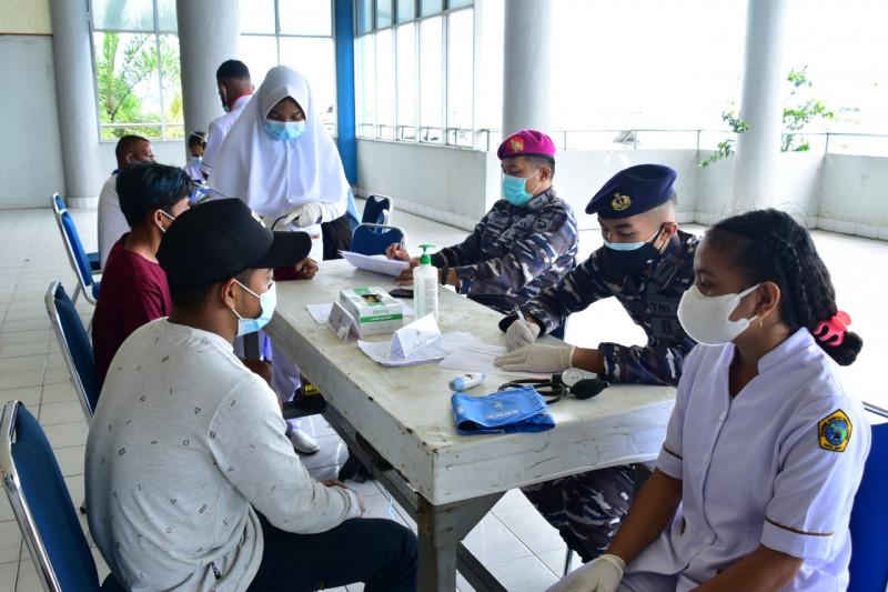 TNI AL sosialisasikan prokes COVID-19 untuk masyarakat maritim Mimika
