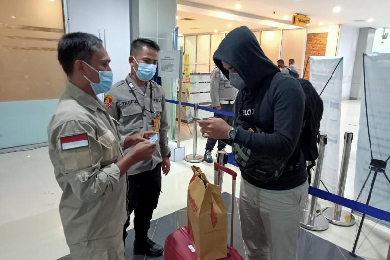 11 penumpang pesawat ditemukan masuk Kota Sorong tanpa izin satgas