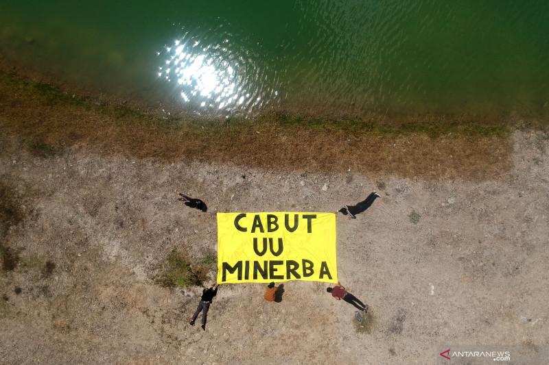 Aksi menuntut pencabutan UU Minerba