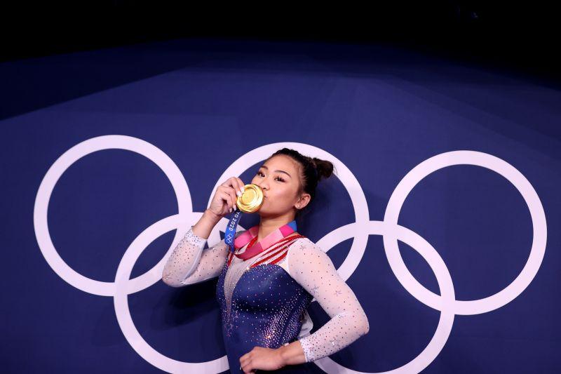 Kisah Sunisa Lee: dari pengungsi, COVID-19 hingga emas Olimpiade 2020