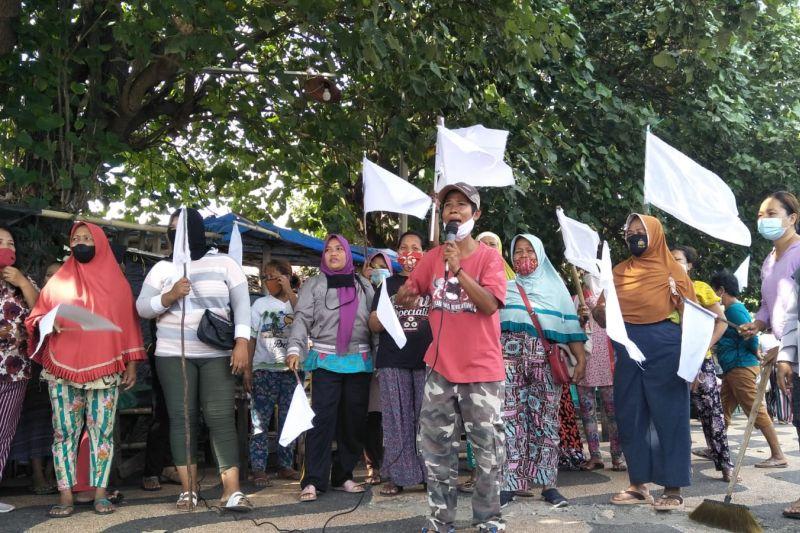Puluhan pedagang Pantai Ampenan Mataram menyerah hadapi PPKM