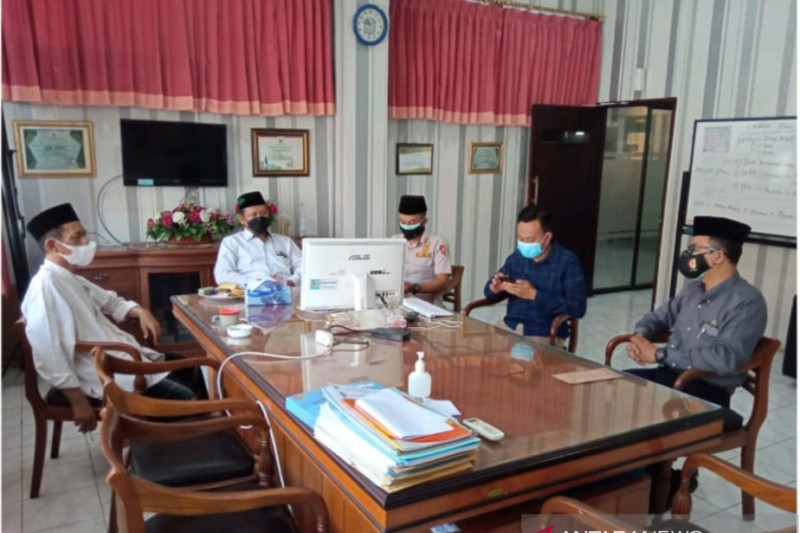 Satgas tindak tegas hajatan yang digelar Ketua PCNU Jember saat PPKM