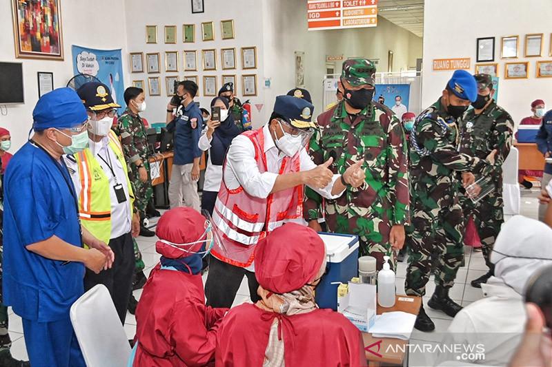 Kemenhub - TNI AU gelar vaksinasi di sekolah transportasi