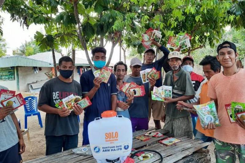Alumni IPB salurkan 1.400 paket benih sayuran di Sumba Timur