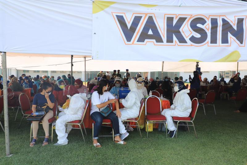 Pelaksanaan vaksinasi dosis kedua AZ di Surabaya berlangsung tertib