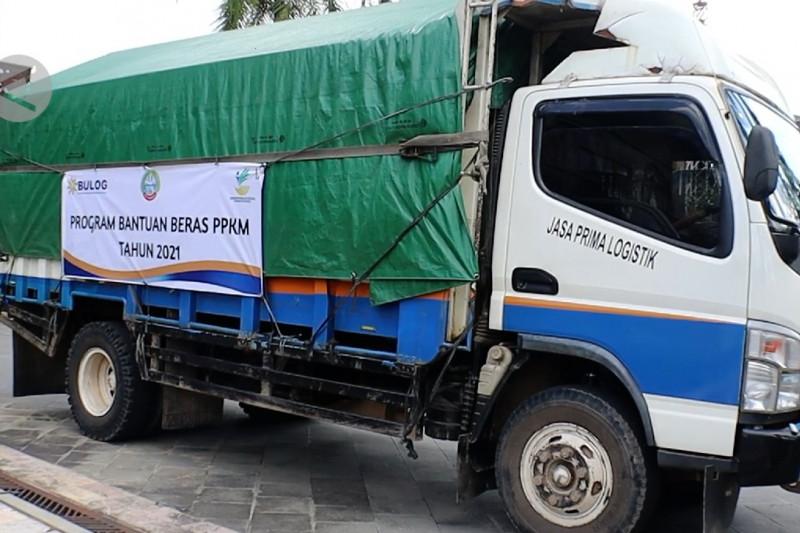 Bulog dan Pemkot Pontianak salurkan ratusan ton beras dan uang tunai