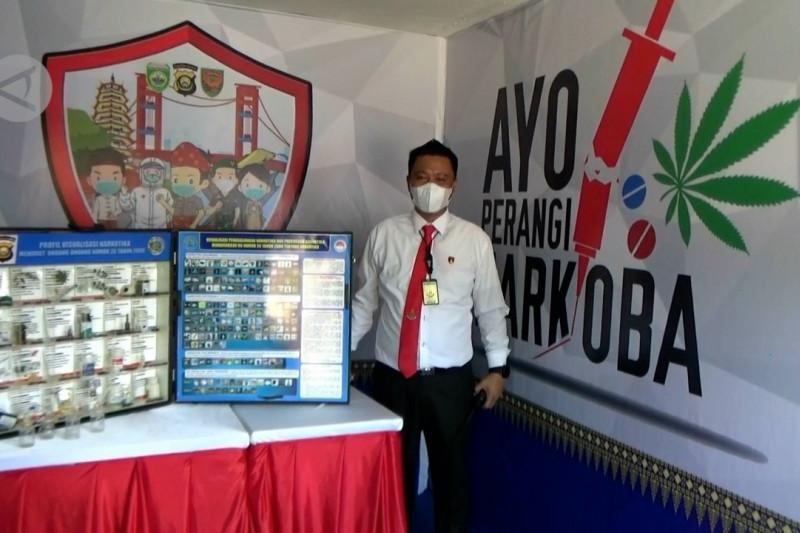 Tutup 2 sarang narkoba, Kapolda Sumsel resmikan Kampung Tangguh