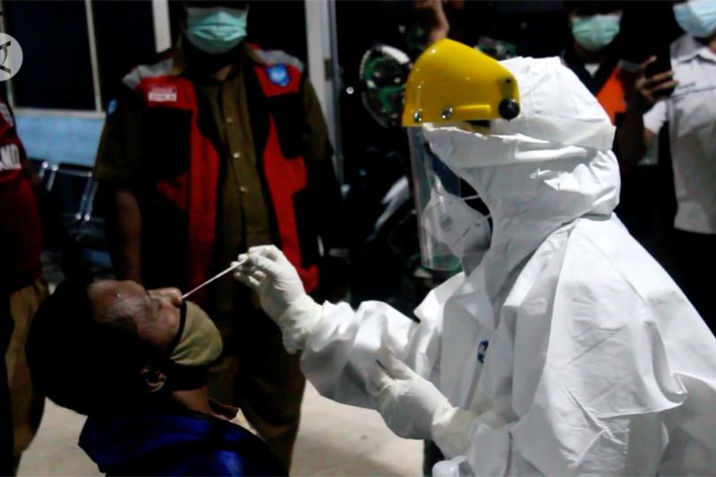 Satgas gelar tes usap antigen bagi calon penumpang di Pelabuhan Ternate