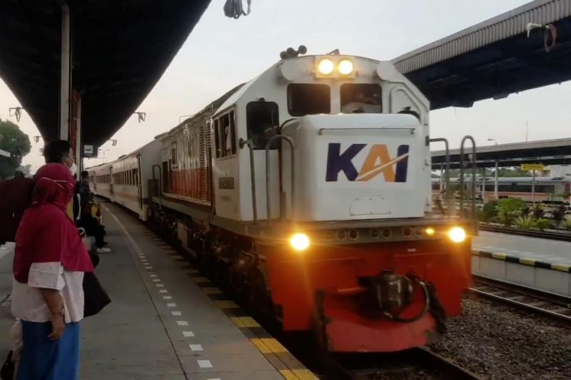 KAI Daop Cirebon sesuaikan aturan perjalanan di perpanjangan PPKM