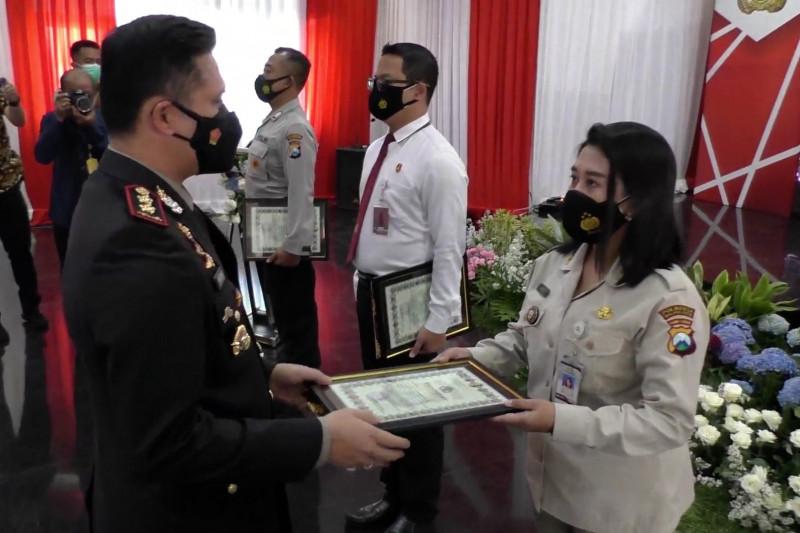 Kapolresta Malang Kota serahkan 31 penghargaan bagi jajarannya