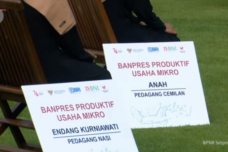 Presiden Jokowi bagikan Banpres Produktif untuk 12,8 juta UMKM
