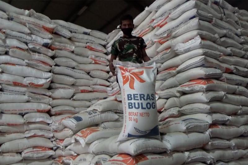 Bulog Sumbar siapkan 3.500 ton bantuan beras selama PPKM darurat