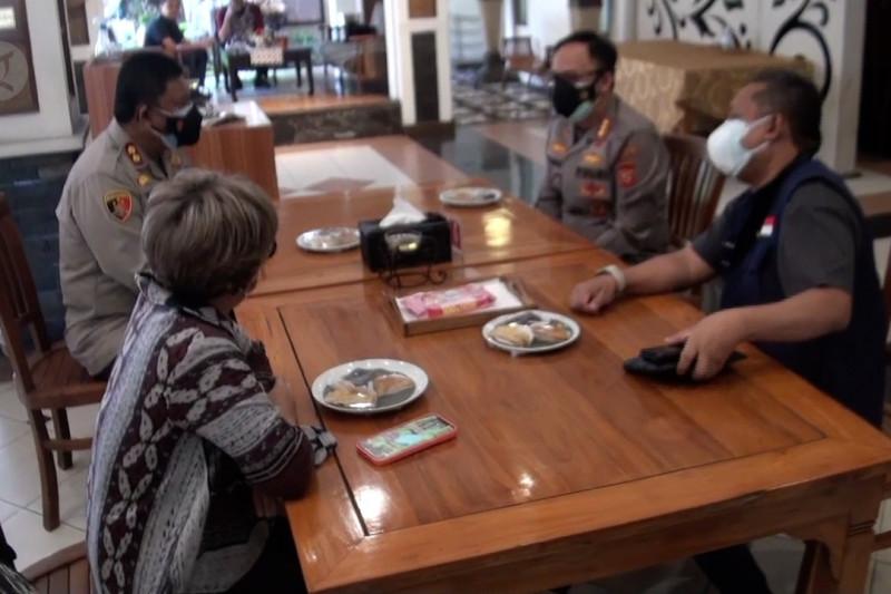 Pemkot Bandung simulasi makan di tempat restoran dan kafe