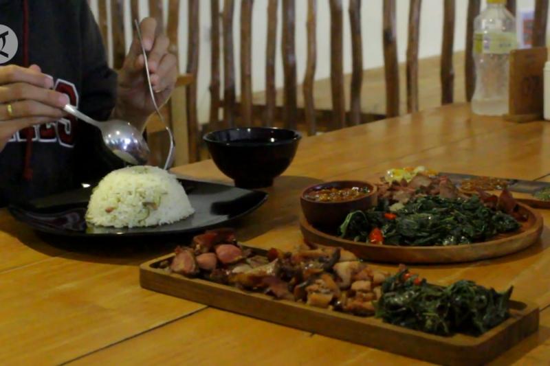 Melihat usaha kuliner se'i khas NTT di Palembang