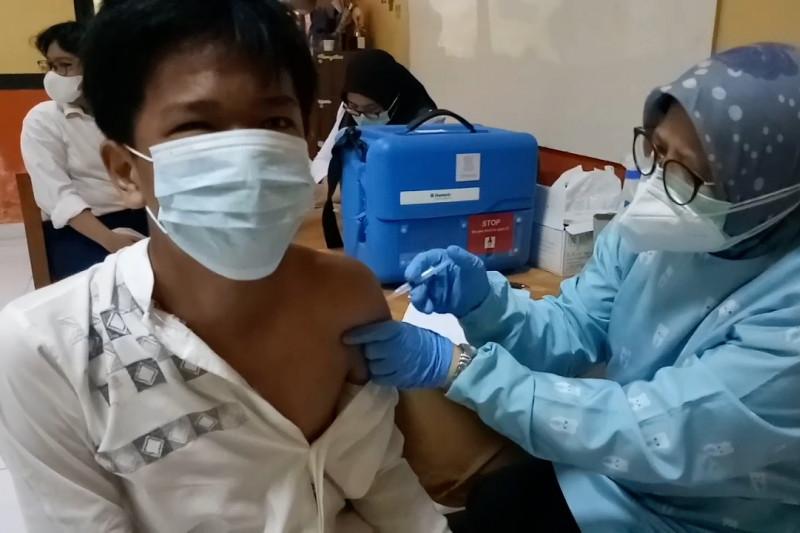 Agar tatap muka segera tercapai, Kota Tangerang genjot vaksinasi pelajar