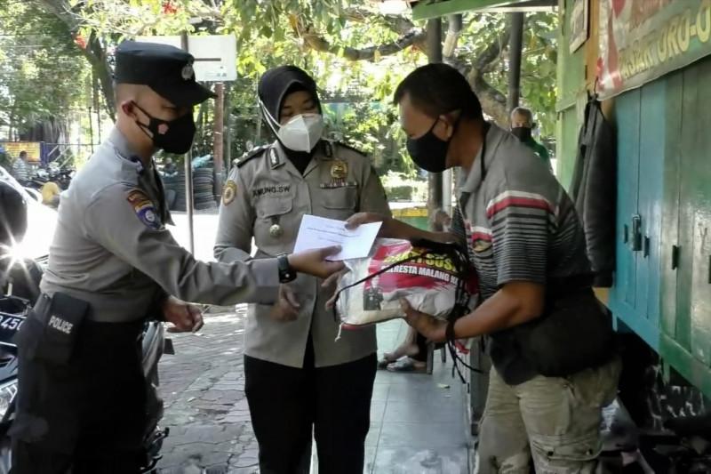 Cara Kapolresta Malang ringankan beban warga terdampak PPKM