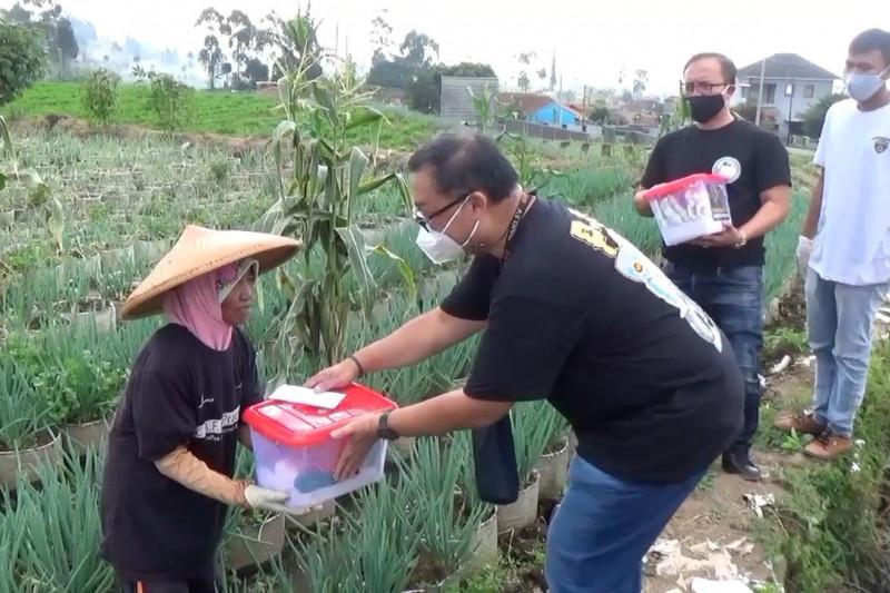Komunitas motor di Bandung bantu salurkan bantuan hingga pelosok desa