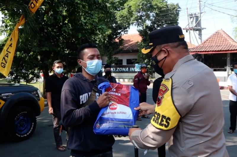 PPKM, Polres Pemalang salurkan bantuan ke pekerja seni