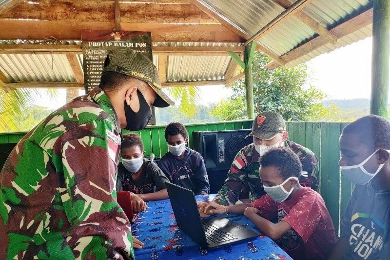 Satgas TNI ajarkan ilmu komputer kepada siswa di perbatasan