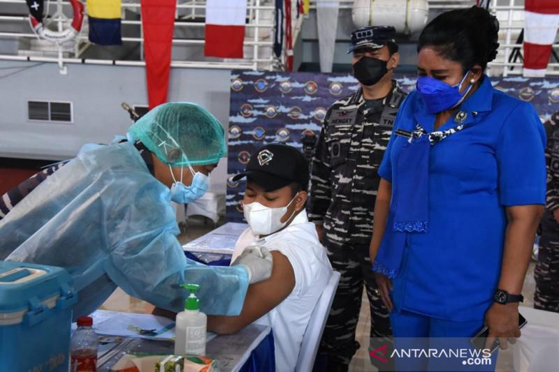 Jalasenastri TNI AL gelar vaksinasi COVID-19 bagi anak dan remaja