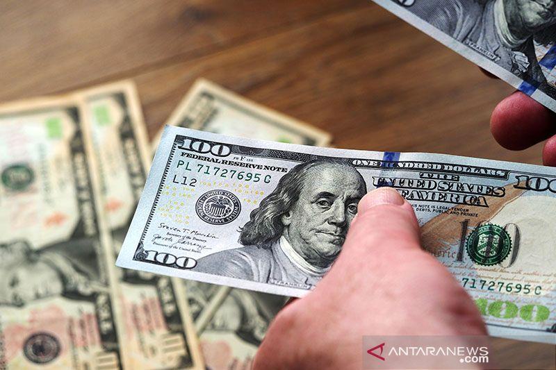 Dolar AS tergelincir di tengah data ekonomi yang lemah